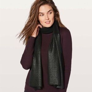 Lululemon All That Shimmers Scarf Foil NWT Black